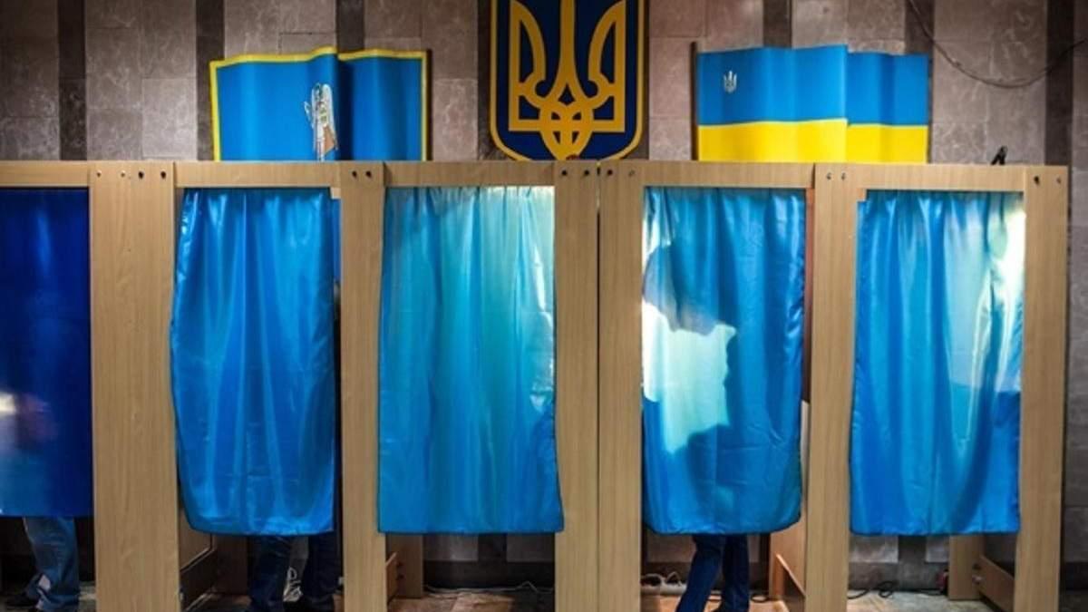Листівки з дивними порадами щодо виборів у Чернівцях: фото