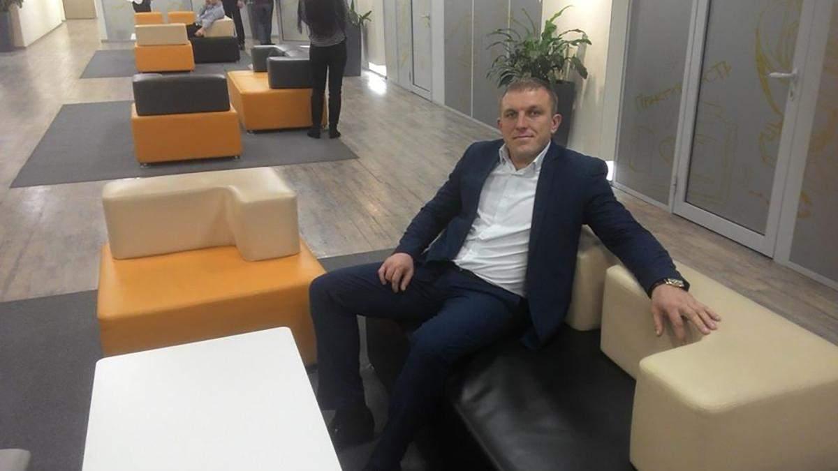 Депутат Айзатулов напав на журналістку в Тернівці