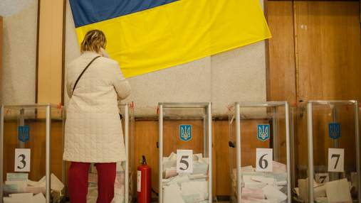 На выборах в местные советы баллотируются 56 народных депутатов: список