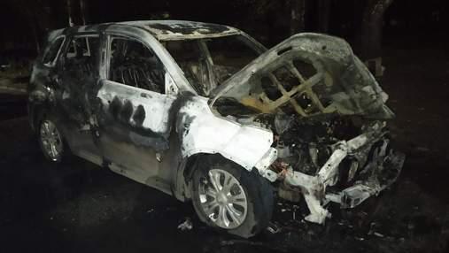 На Харьковщине подожгли авто кандидата в облсовет от ЕС Кобы: фото