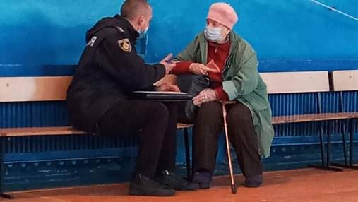 У Кривому Розі жінка намагалася проголосувати за радянським паспортом: фото
