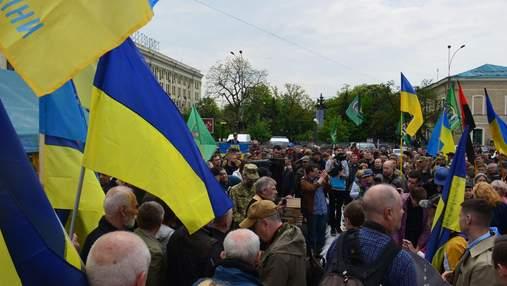 Оновлена Харківська міськрада збирається на перше засідання: там уже зранку мітингують