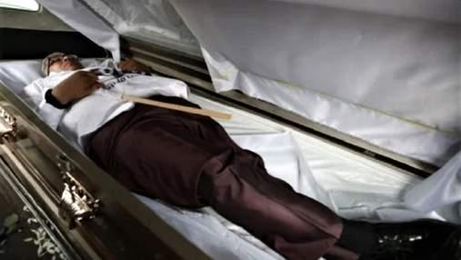 У Мексиці кандидат у депутати влаштував власний похорон для передвиборчої кампанії